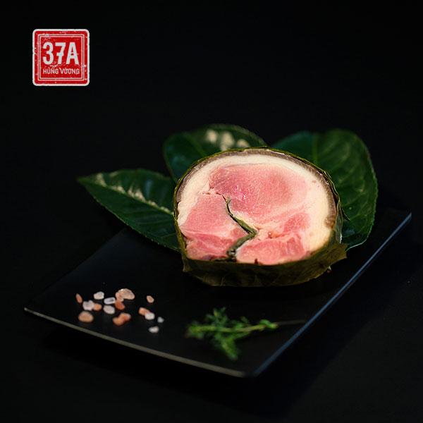 Thịt chân giò xông trà được chế biến từ thịt Lợn đen trà xanh